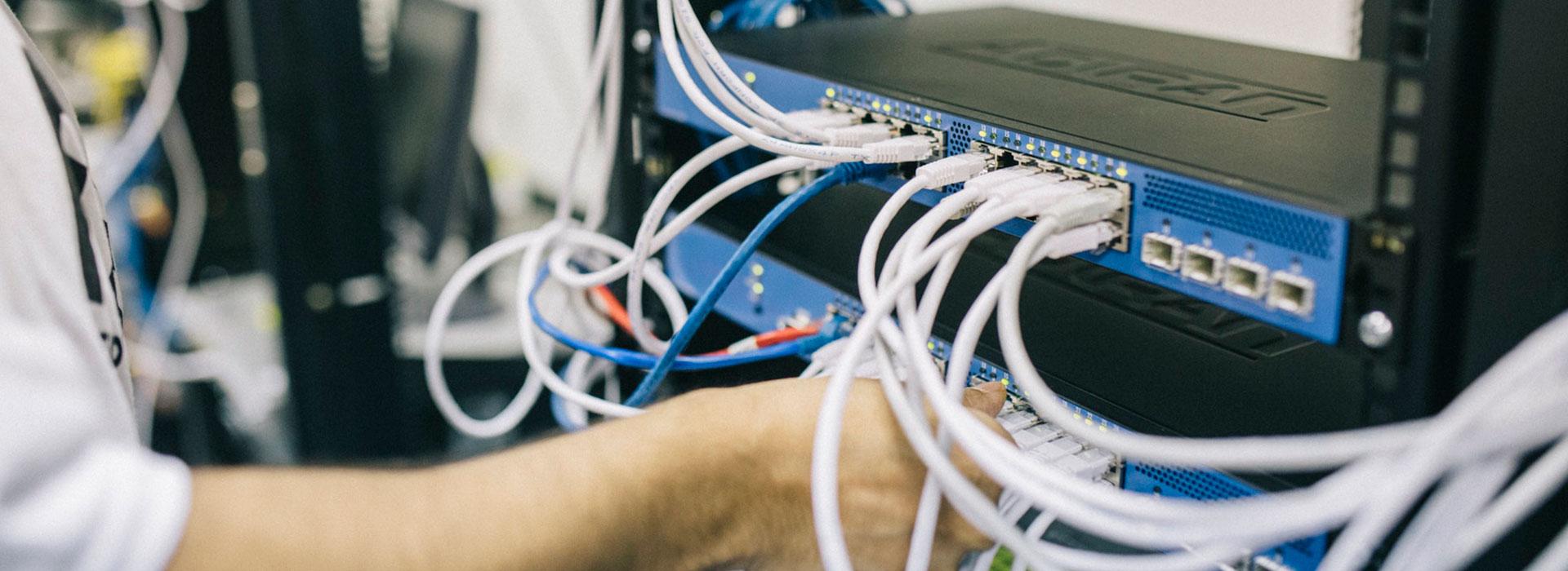 http://sedaser.com/wp-content/uploads/2018/07/empresa-mantenimiento-redes-informaticas-granada.jpg